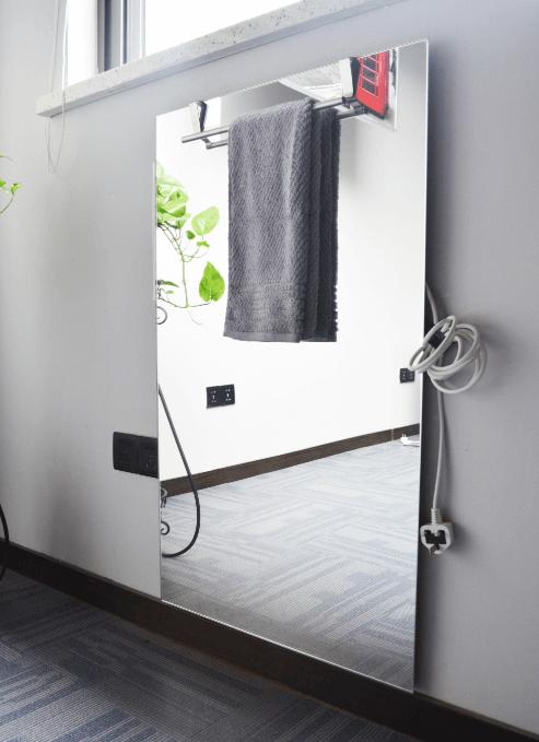 JF PANEL OGLEDALO 450 W - image towel-rack-3-1 on https://www.energopanel.com